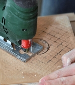 Tile cutting saw for jigsaws in action